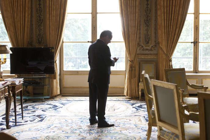 François Hollande dans son bureau de l'Elysée, en août 2013.