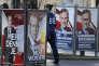 «Si le FPÖ, premier parti d'Autriche, revient au gouvernement après les prochaines élections législatives, prévues pour 2018, il pourra avoir la main sur le Parlement et le ministère de l'intérieur, dont dépend la politique mémorielle. Voudra-t-il réécrire l'Histoire ?» (Photo : les panneaux électoraux des deux candidats à la présidentielle autrichienne : le candidat du FPÖ (extrême droite) Norbert Hofer, 45 ans, et l'écologiste indépendant Alexander Van der Bellen, 72 ans). A Vienne (Autriche), le 22 novembre).