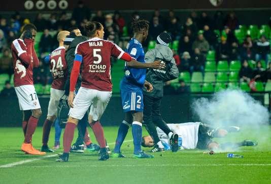 Le gardien de Lyon cible d'un pétard, le 3 décembre, à Metz.