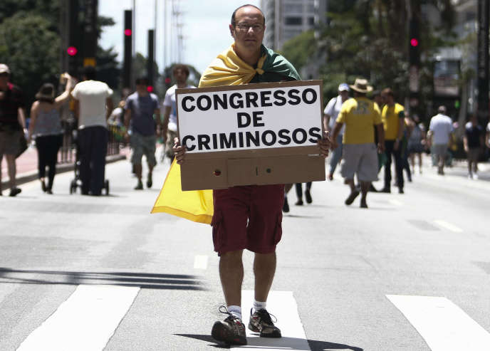 Manifestation contre la corruption des responsables politiques, le 4décembre, àSaoPaulo.