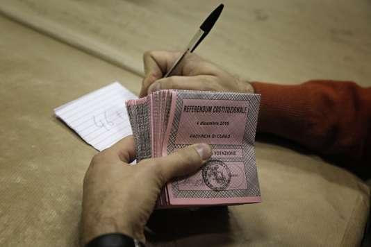 Les Italiens ont voté en majorité contre la réforme constitutionnelle, lors du référendum du 4décembre.