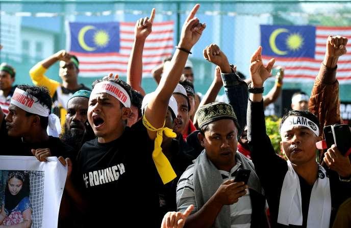 Des réfugiés Rohingya lors d'un rassemblement de protestation contre la persécution subie en Birmanie, le 4 décembre 2016 à Kuala Lumpur (Malaisie).