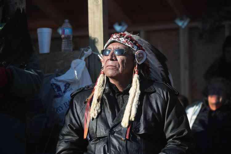 Le chef indien Arvol Looking Horse, lors d'un rassemblement à la réserve de Standing Rock, le4décembre.