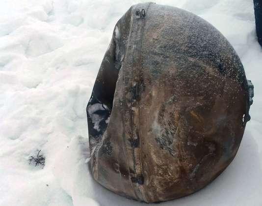 Une pièce du vaisseau cargo russe de l'ISS, retrouvé dans la région sibérienne de Touva le 2 décembre 2016.