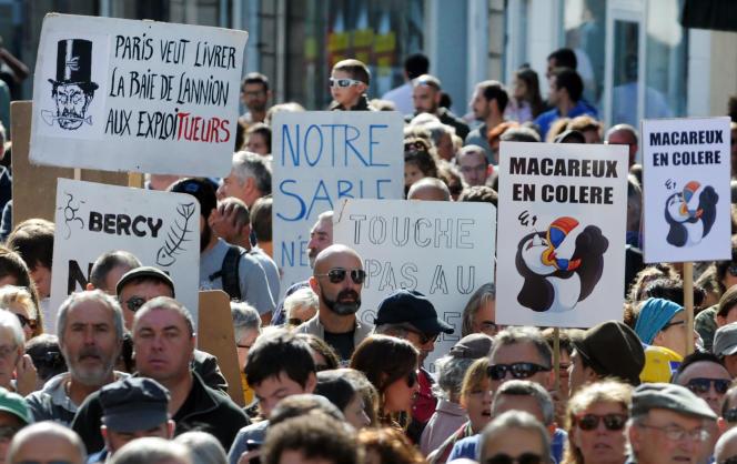 Manifestation, le 11 septembre, à Lannion, contre l'exploitation d'une dune sous-marine dans les Côtes-d'Armor.