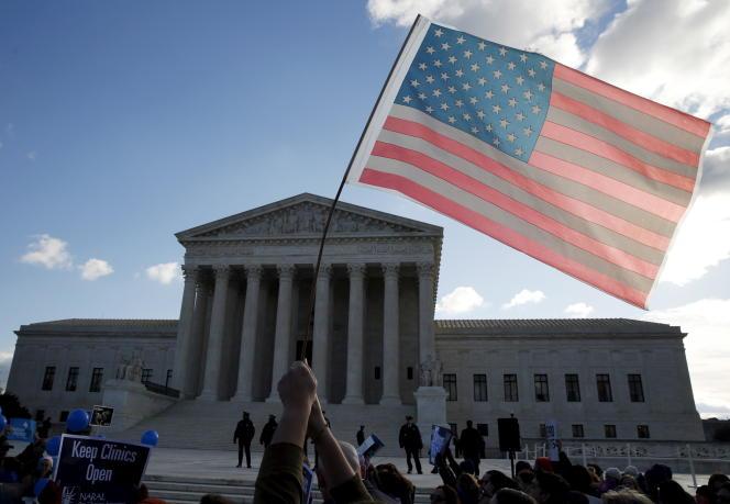 Manifestation devant la Cour suprême après la décision d'invalider une loi texane pendant l'été 2016.