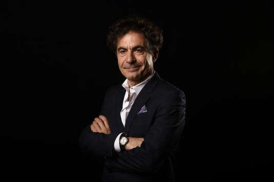 Etienne Klein est professeur à l'Ecole centrale à Paris, directeur de recherche au Commissariat à l'énergie atomique, président de l'Institut des hautes études pour la science et la technologie.