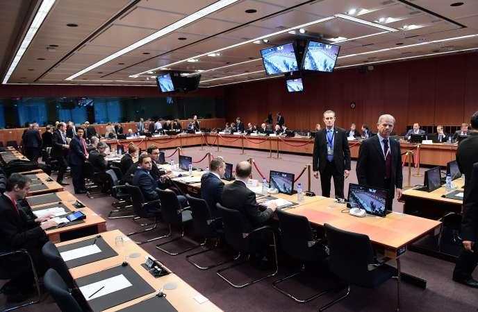 L'Eurogroupe a validé, lundi 5 décembre, les premières mesures d'allègement de la dette grecque.