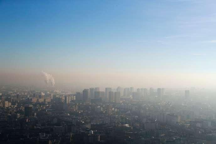 Une vue de Paris, prise depuis la tour Montparnasse, le 5 décembre.