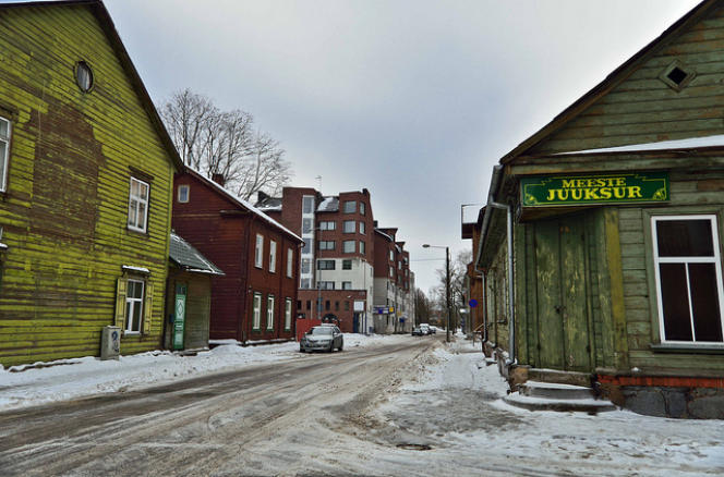 «Depuis quatre ans, la municipalité de Tartu, la capitale culturelle estonienne, propose aux 93000 habitants de décider comment investir une partie (150000euros) du budget de la ville». (Photo : une rue de Tartu).