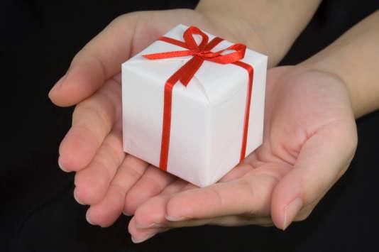 Cette année, les Français devraient acheter en moyenne 8,6 cadeaux à leurs proches, pour un budget total d'environ 250euros, selon une étude TNS Sofres pour eBay.