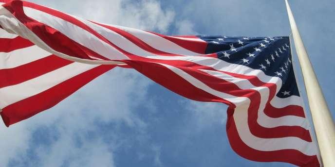 Le drapeau des Etats-Unis flottait au-dessus de la fausse ambassade américaine à Accra, au Ghana.