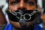 Lors d'une manifestation contre l'attaque subie par des journalistes , à Bombay, le 8 novembre.