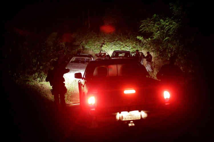 La corruption est également un problème. Trois fonctionnaires de l'Ibama de Santarem ont été accusés, en novembre, d'avoir accepté des pots-de-vin venant de compagnies d'exploitation forestière.