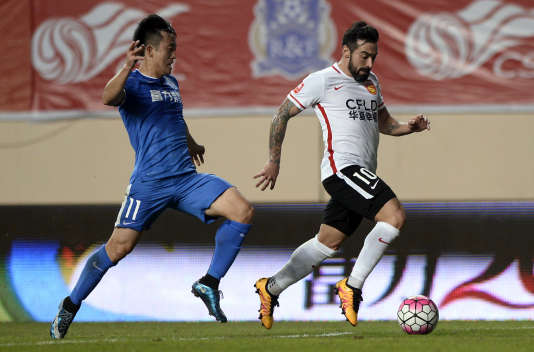 Ezequiel Lavezzi porte les couleurs du Hebei China Fortune Football Club.
