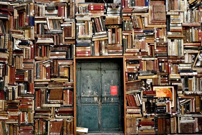 Pour le prospectiviste Joël deRosnay, il faut tout lire,«des livres philosophiques de grands penseurs à la presse internationale».
