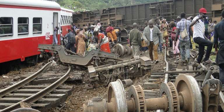 Le déraillement du train à Eseka, le 21 octobre 2016, a tué plus d'une cinquantaine de personnes. Le président camerounais Paul Biya, absent du pays, ne s'est pas rendu sur les lieux du drame.