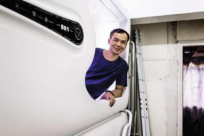 Sandy Wong, le jeune entrepreneur cantonais qui a conçu ces appartements capsules, a vite pris la mesure de la pénurie de logements à Hongkong.