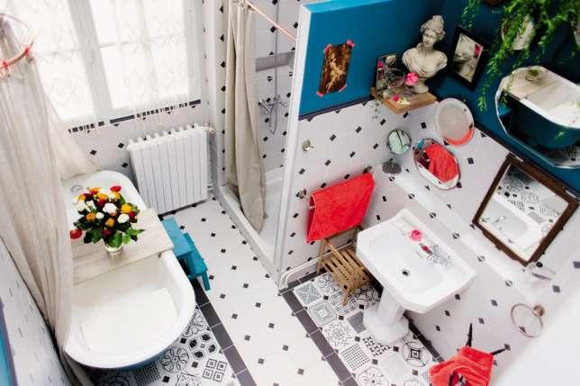 Le Pavillon des Canaux dispose d'un espace de coworking et… d'une baignoire transformée en banquette.