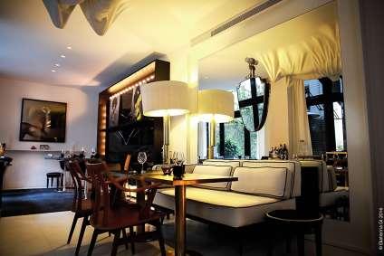 Le restaurant est situé dans le chic 8e arrondissement de Paris.