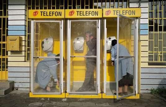 Depuis la fin de la guerre, en 1999,l'État kosovar et, indirectement, les consommateurs ont dépensé plus de 200 millions d'euros en frais d'utilisation des préfixes slovène et monégasque.