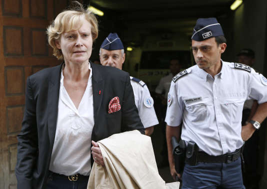 Dominique-Claire Testart, à la sortie du tribunal de Nice, en octobre 2013.