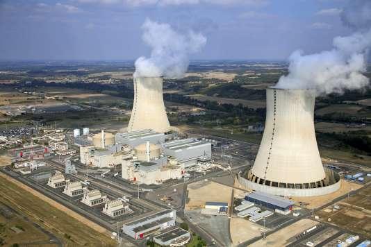 La centrale nucléaire de Civaux, dans la Vienne, dont l'un des deux réacteurs est arrêté depuis le 10 septembre, suite à la découverte d'anomalies dans l'acier des générateurs de vapeur. Le second réacteur, lui aussi concerné, sera arrêté en 2017 pour être contrôlé.