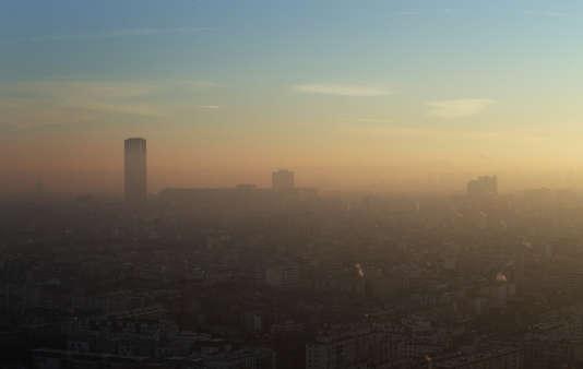 A Paris, ici le 6 décembre, le niveau de concentration en particules fines reste très élevé, malgré les mesures mises en place.