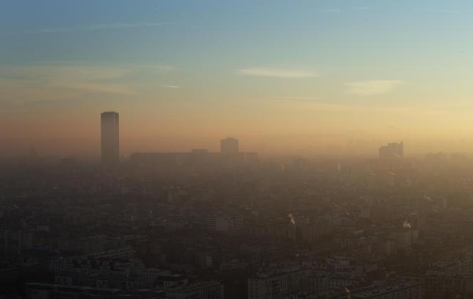 La pollution de l'air provoque chaque année 2 500 décès prématurés à Paris et 6 500 dans l'agglomération.