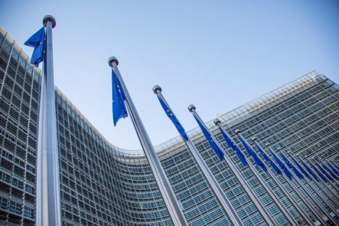 « Les banques se sont entendues sur les éléments de fixation des taux d'intérêts en euro et ont échangé des informations sensibles enfreignant ainsi les règles de la concurrence de l'UE », explique la Commission européenne.