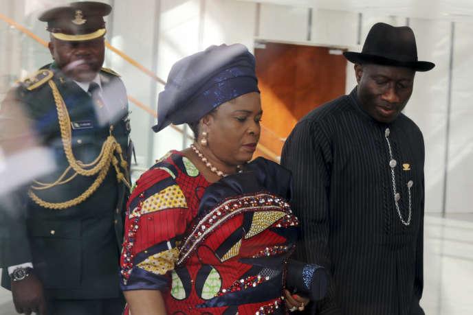 Patience Jonathan, au centre, avec son mari Goodluck, ici lors d'une visite officielle en Ethiopie en janvier 2012.