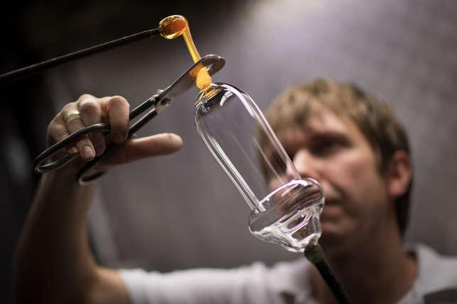 Depuis 2015, les verres soufflés de Riedel sont fabriqués en cristalline, sans plomb.