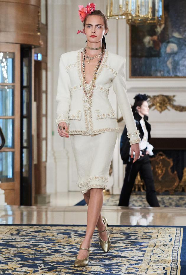 Cara Delevingne défile au Ritz.