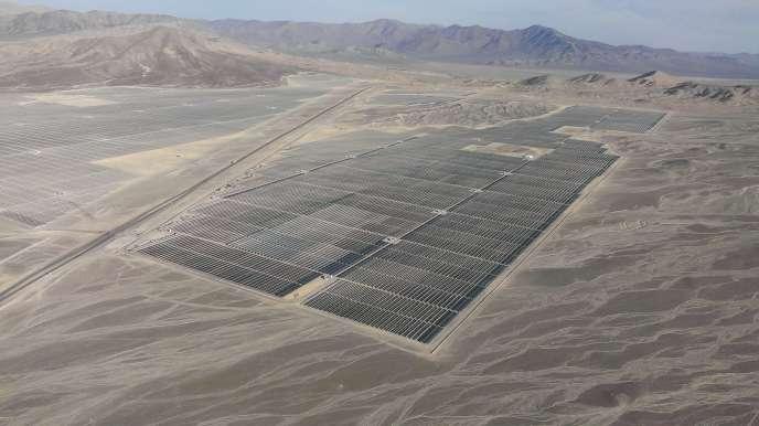 Au milieu du désert chilien d'Atacama, EDF Energies nouvelles met en service sa plus grande centrale solaire, de 146 MW.