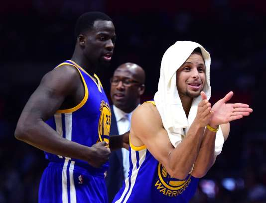 Stephen Curry , Draymond Green et  Mike Brown lors du match face aux Clippers.