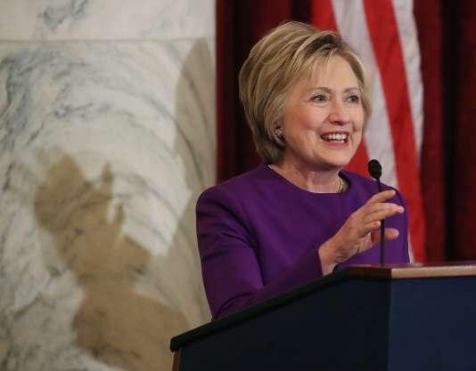Hillary Clinton au Congrès, à Washington, jeudi 8 décembre, pour une cérémonie en hommage à un sénateur sur le départ, Harry Reid.