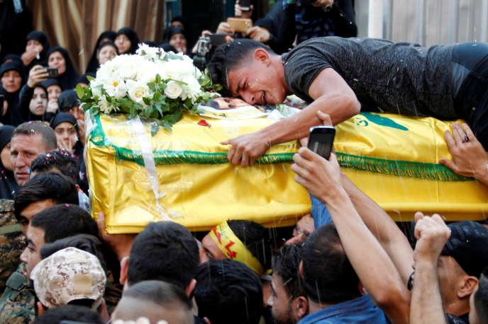 Les obsèques, au sud de Beyrouth, le 18 octobre, d'un combattant du Hezbollah, tué au cours d'un affrontement à Alep (Syrie).