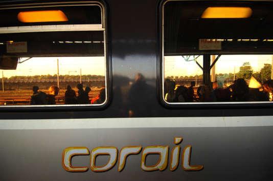 Le train Corail de la ligne Caen-Le Mans.