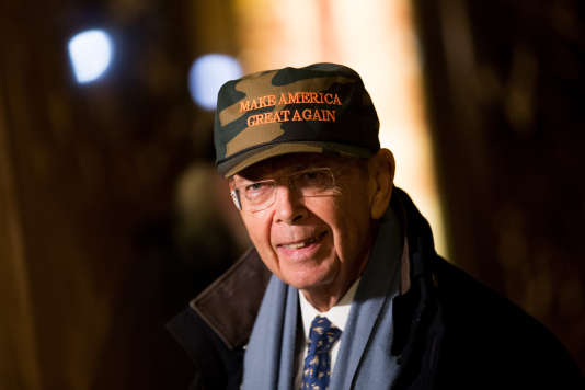 Wilbur Ross, 78 ans, à sa sortie de la Trump Tower le 29 novembre à New York.
