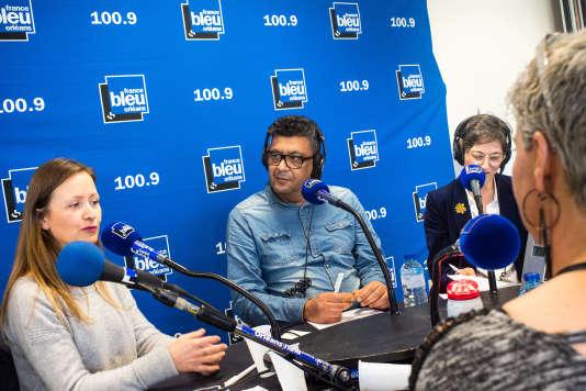 Driss Khabir (au centre), ancien vendeur chez Auchan en recherche d'emploi a participé, de novembre à décembre, à un atelier Pôle Emploi visant à réaliser une émission de radio sur le chômage des« seniors», un des publics qui peinent le plus à retrouver un emploi.