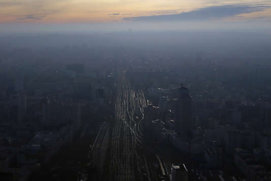 Les rails de Montparnasse sous la pollution, le 7 décembre.
