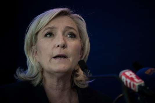 """Marine Le Pen lors du """"Collectif des usagers de la Sante"""", le 17 mai 2016 à Paris."""