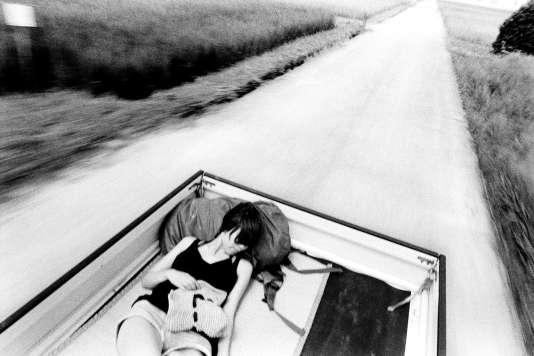 Le jeune Japonais Yusuke Yamatani a montré à Lianzhou une série de photos en noir et blanc de sa lune de miel «beatnik» du nord au sud du Japon.
