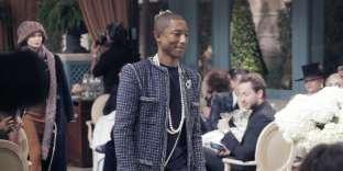 Le chanteur Pharrell Williams, top-modèle d'un jour pourChanel au Ritz, le 6 décembre 2016.