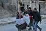 Des habitants fuient les combats dans les quartiers est d'Alep, le 7 décembre.