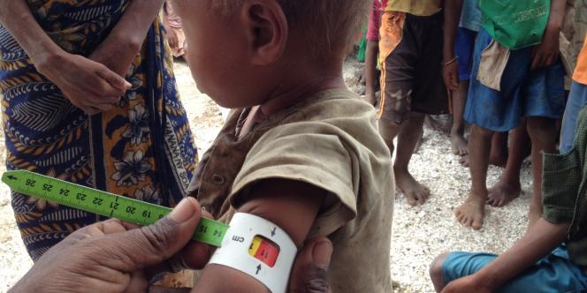 Nizalovasoa, une petite fille de 21 mois en état de malnutrition aiguë, dans le village d'Andranobory, dans le sud de Madagascar, début décembre 2016.