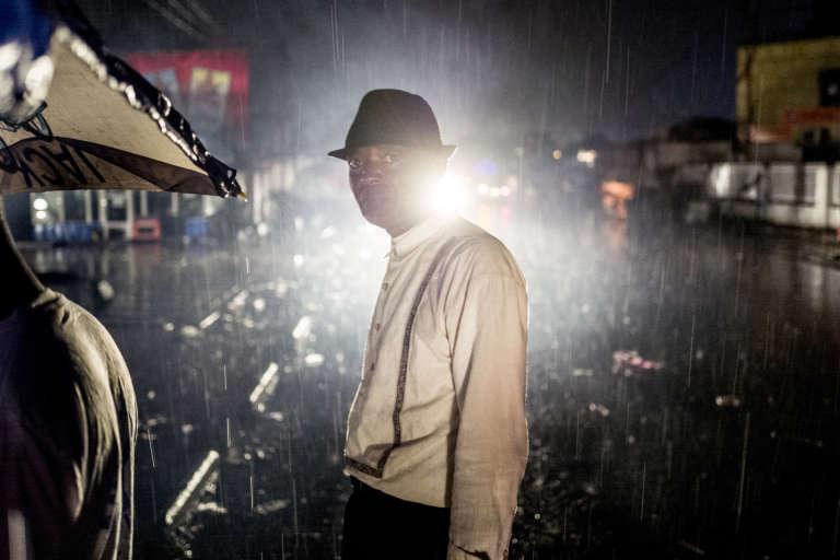 Dans la« Cité», innondée par des pluies torrentielles.