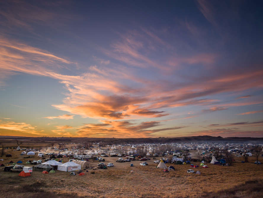 Le 4 décembre 2016,les autorités fédérales ont annoncé l'étude d'un nouveau tracé évitant les terres sioux.