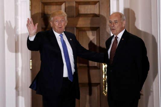 Le général John Kelly et Donald Trump à Bedminster ( New Jersey) le 20 novembre.