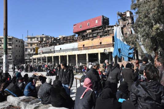Evacuation de civils des quartiers Est d'Alep, le 8 décembre.